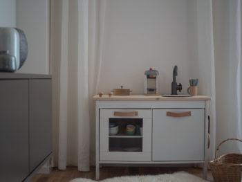 Das Ikea-Kinderküchen-Hack via apinchofstyle.com