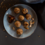 Das Rezept für zuckerfreie Energy-Balls | apinchofstyle.com