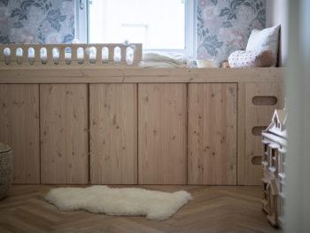 Ein DIY-Bett aus Ivar-Schränken