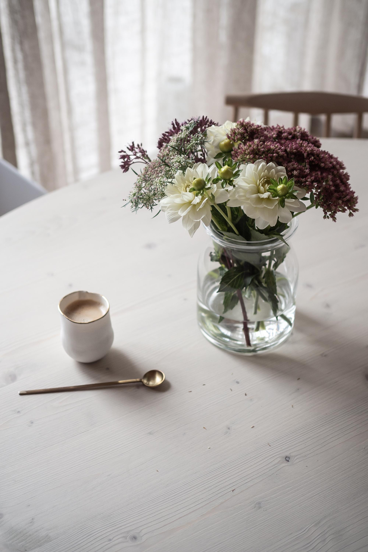 Unser runder DIY-Tisch mit Tischbeinen von Ferm Living | apinchofstyle.com