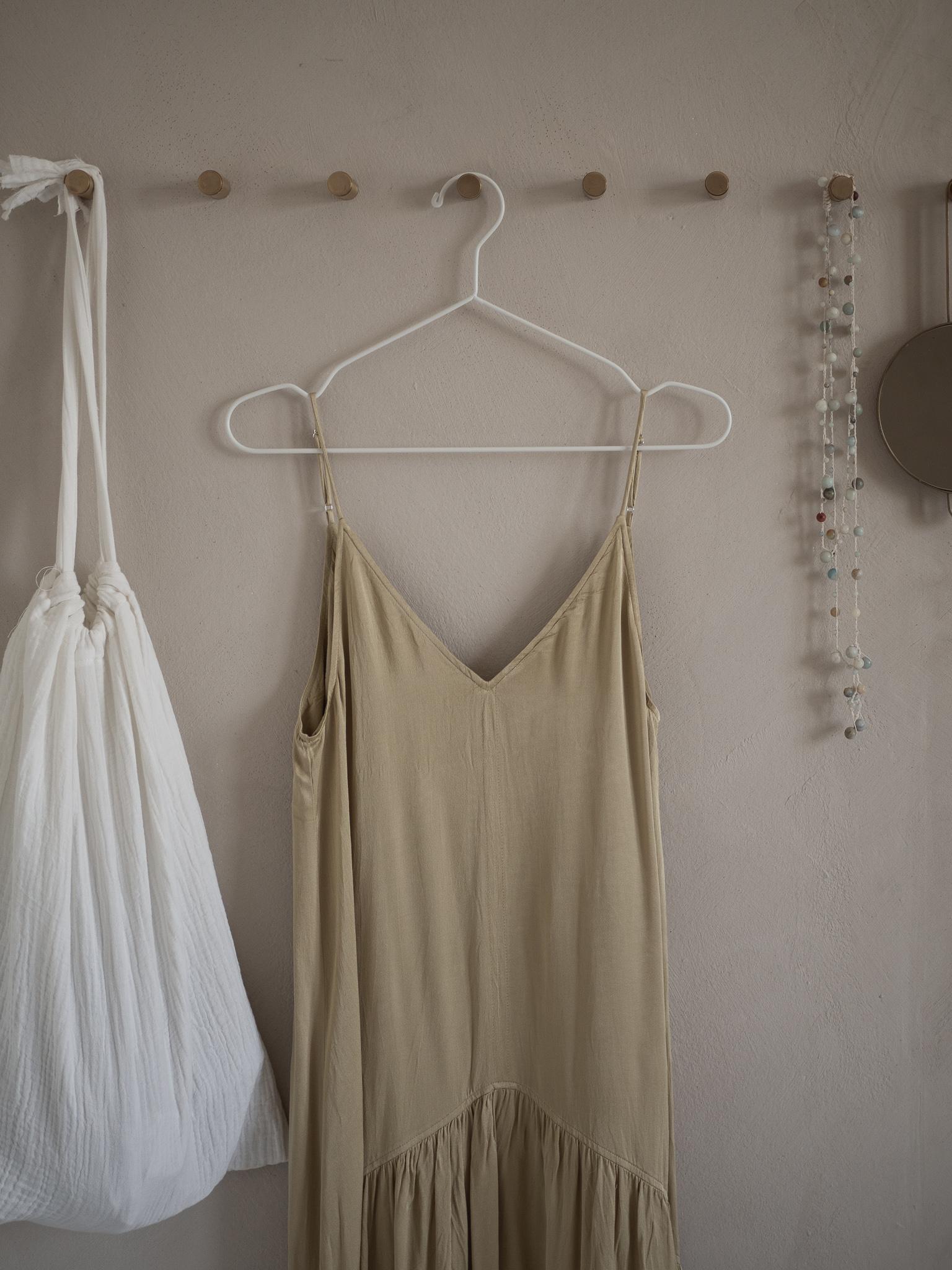 apinchofstyle.com | Lehm und Leinen im Schlafzimmer